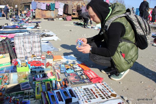 Шоппинг на корточках: днепрянин рассказал, как купить на барахолке все, что угодно всего за 20 гривен. Афиша Днепра